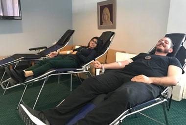 Πραγματοποιήθηκε με επιτυχία Ημέρα Αιμοδοσίας στο Πανεπιστήμιο Νεάπολις Πάφος. Η αιμοληψία οργανώθηκε από το Πανεπιστήμιο Νεάπολις και υποστηρίχθηκε από την Ιατρική Ομάδα του Γενικού Νοσοκομείου Πάφου. Η κίνηση αυτή έγινε στο πλαίσιο της προσπάθειας για ενίσχυση της Τράπεζας Αίματος του Γενικού Νοσοκομείου Πάφου που αντιμετωπίζει πρόβλημα στην κάλυψη σοβαρών περιστατικών. Η ανταπόκριση των καθηγητών, διοικητικού προσωπικού αλλά και των φοιτητών ήταν άμεση και ελπίζουμε με την μικρή αυτή εισφορά μας να βοηθήσαμε χαρίζοντας το πολύτιμο αυτό αγαθό στις αυξημένες ανάγκες αίματος της χώρας μας που αφορούν σε ευαίσθητες κοινωνικές ομάδες ή και περιπτώσεις εκτάκτων κοινωνικών αναγκών.